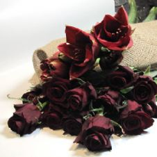Bouquet of 10 Red roses with amaryllis / Μπουκέτο με 10 κόκκινα τριαντάφυλλα και αμαρυλλίδες